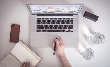Schreibtisch Designer Laptop